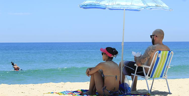O calor e o sol forte deve fazer a gente manter em alerta os cuidados com a pele no verão