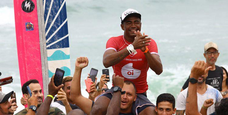 Decisões entre Brasil e Peru fecharam o Oi Pro Júnior Series e o Oi Longboard Pro em Maresias