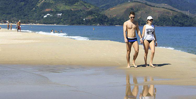 Geração saúde: caminhar na areia pode contribuir muito com o bem estar de seu dia a dia